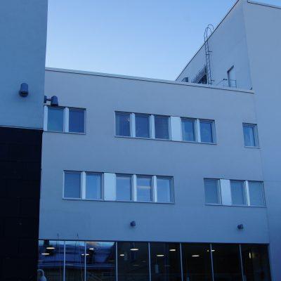 Referenssi Toimistotiloja, saleja ja muita kokoontumistiloja uudessa seurakuntatalossa Oulussa